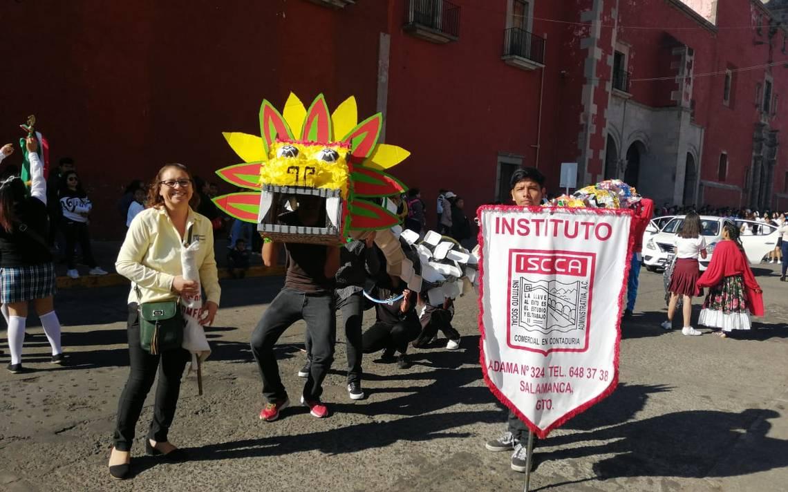 Presentan en desfile serpiente ecológica - El Sol de Salamanca