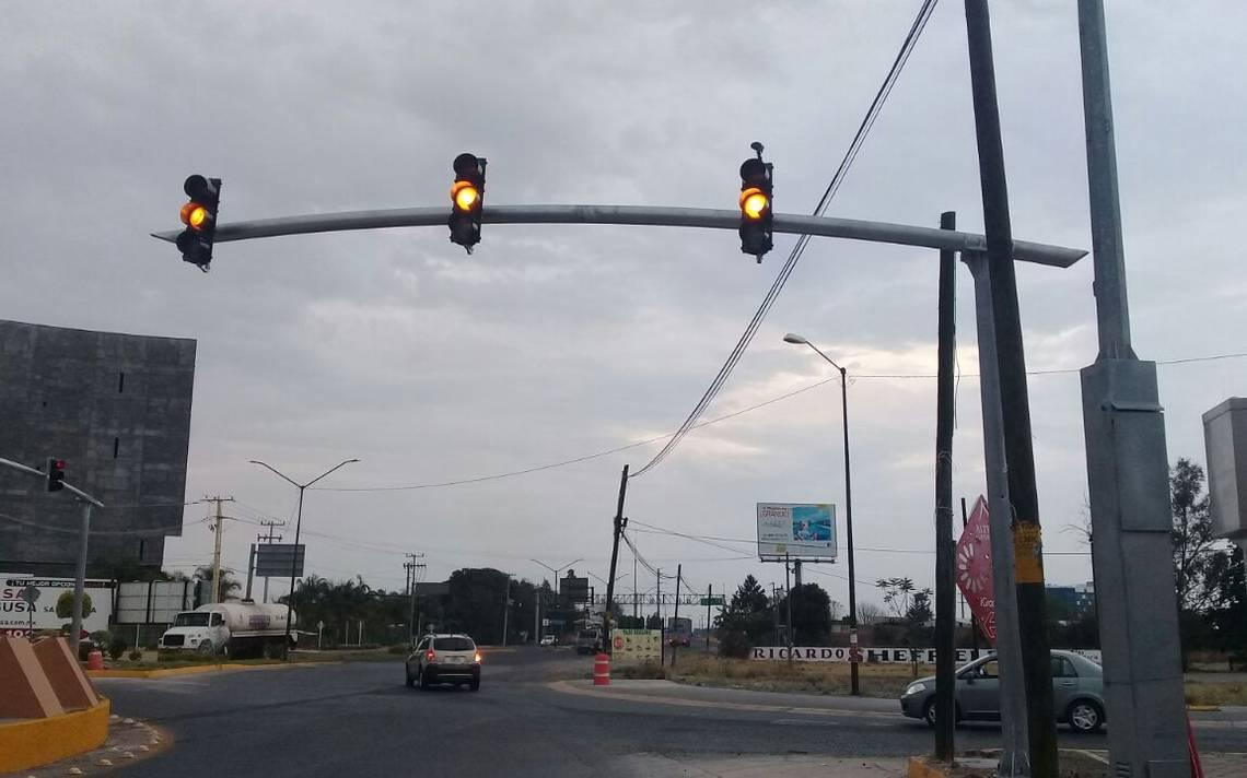 Semáforos con tecnología de punta en Glorieta Bicentenario - El Sol ...